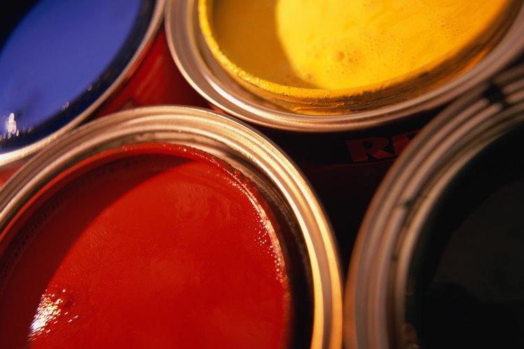 Pinta tu madera con pintura metálica.