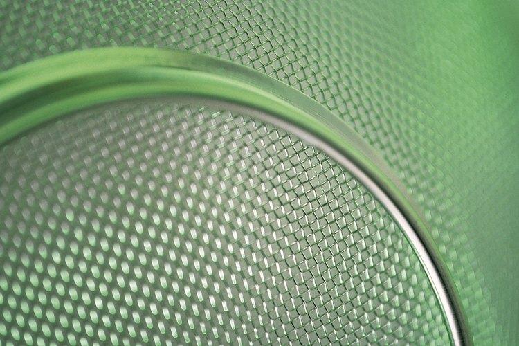Igual que cualquier otro material metálico, las mallas aceptan poco la pintura porque son duras y no porosas.