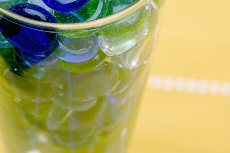 Con un vaso transparente lleno de agua y piedrecillas te puedes dar una idea de lo que es un manto acuífero.