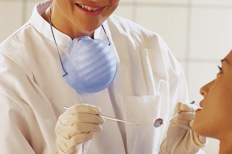 Los dentistas pueden ganar varios miles de dólares por semana en algunos estados.