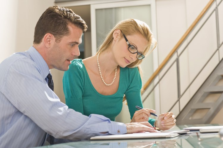 Los objetivos estratégicos son declaraciones procesables que guían las acciones de una organización.