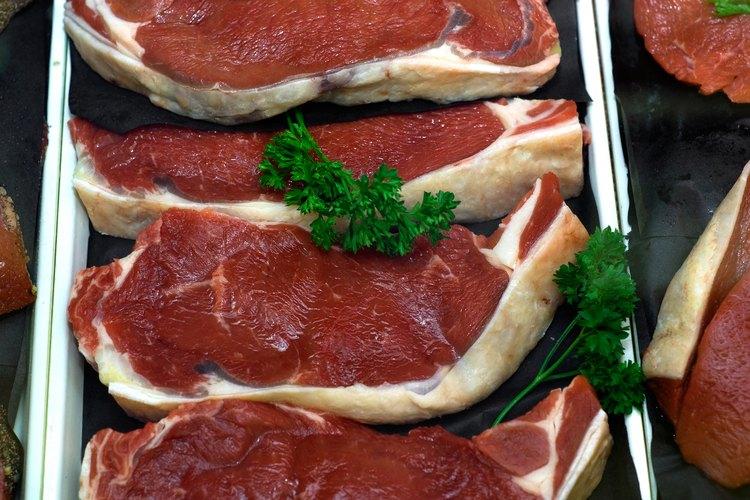 La carne grillada puede resultar beneficiada a partir del sabor que se agrega por la piedra de sal.