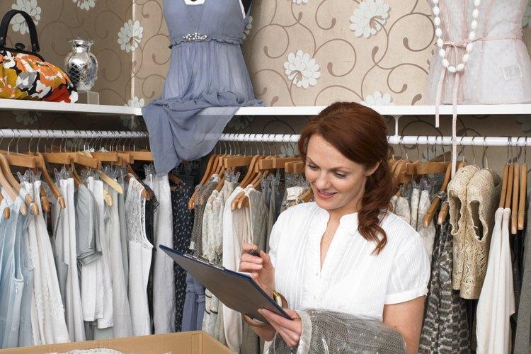 Si decides comprar un negocio, tendrás que compensar a los propietarios por el inventario a la mano en ese negocio.