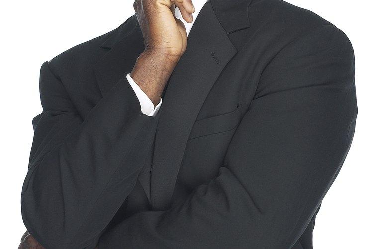 Los cortes de cabello de fundido de sombra son una opción de corte limpio para hombres de negocios.