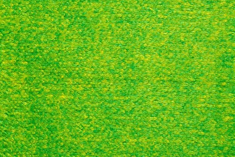Usa fieltro verde para hacer zapatos de Peter Pan.