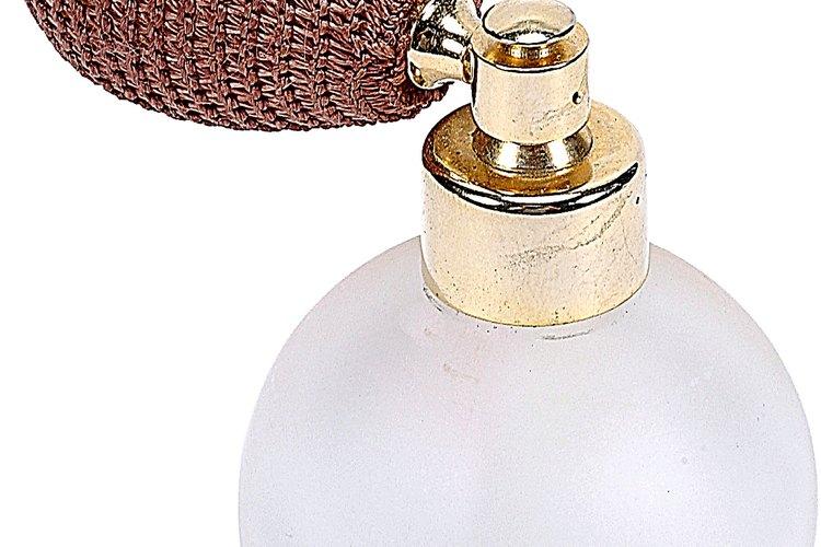 El aceite de sándalo es un ingrediente muy valorado en perfumes costosos.