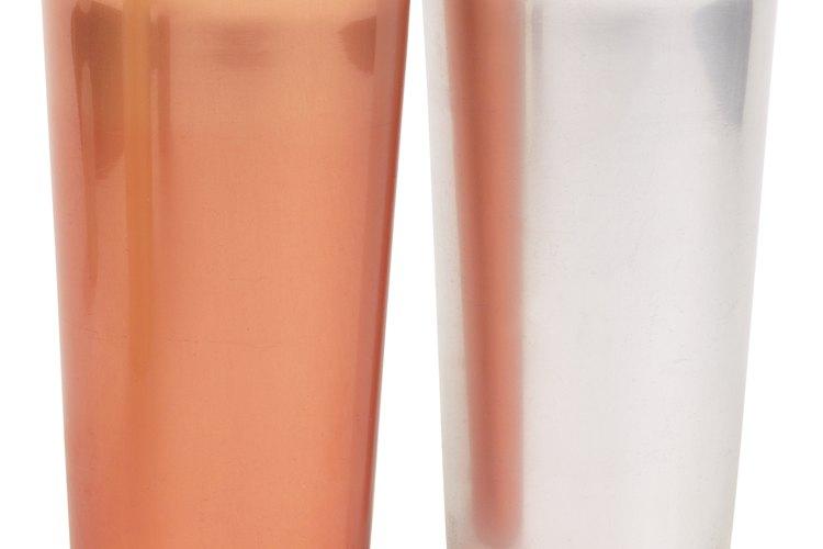 Evita los recipientes metálicos para almacenar el jugo.