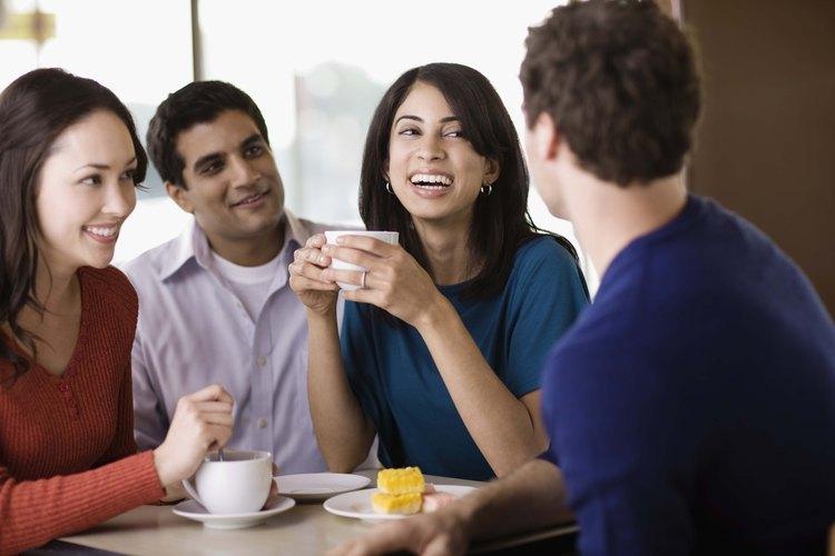 Reconoce cuán importante es que te presente en su círculo social.
