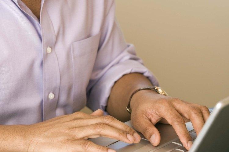 Una propuesta de Ministerio evangélico es hecha en computadora y dado a los líderes de la Iglesia.