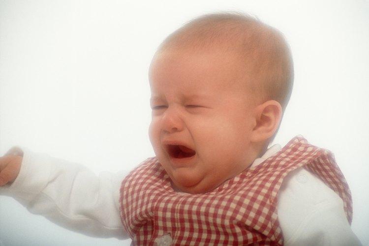 Incluso un niño pequeño puede mostrar señales de enfado.