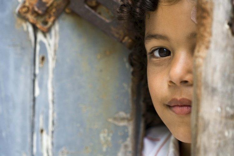 Los niños introvertidos necesitan educación y padres que comprendan para ayudarles.