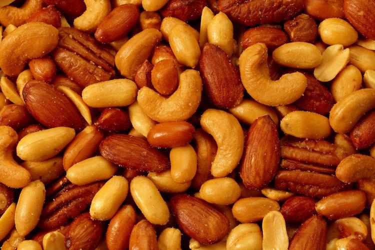 Los manís y las almendras son tipos de nueces.