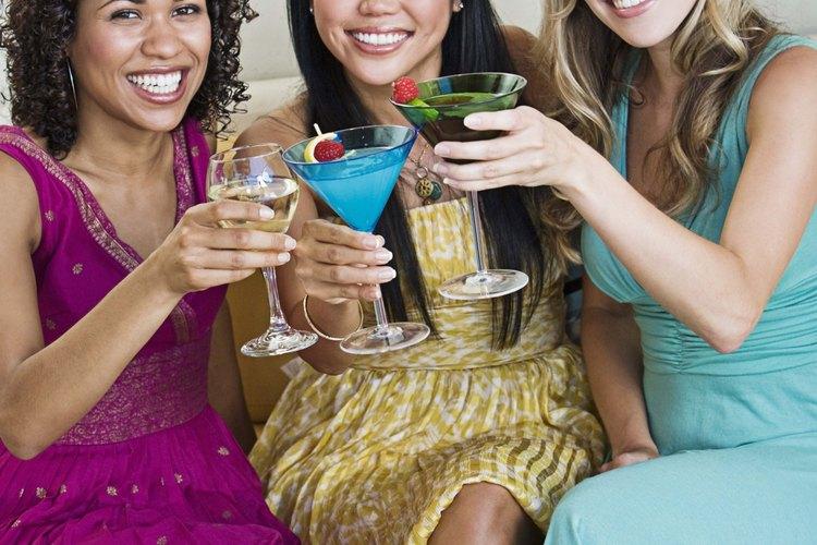 Estima la cantidad de alcohol para una fiesta según el número de invitados que asistirán.