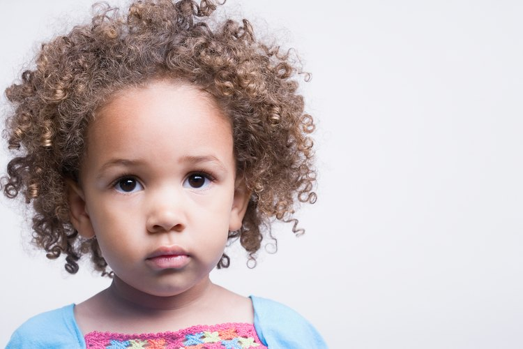 El pelo rizado de tu bebé puede ser difícil de manejar.