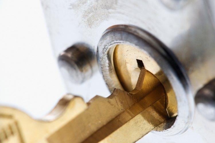 Master es una marca popular de candados, que vienen en dos variedades: con combinación y con llave.