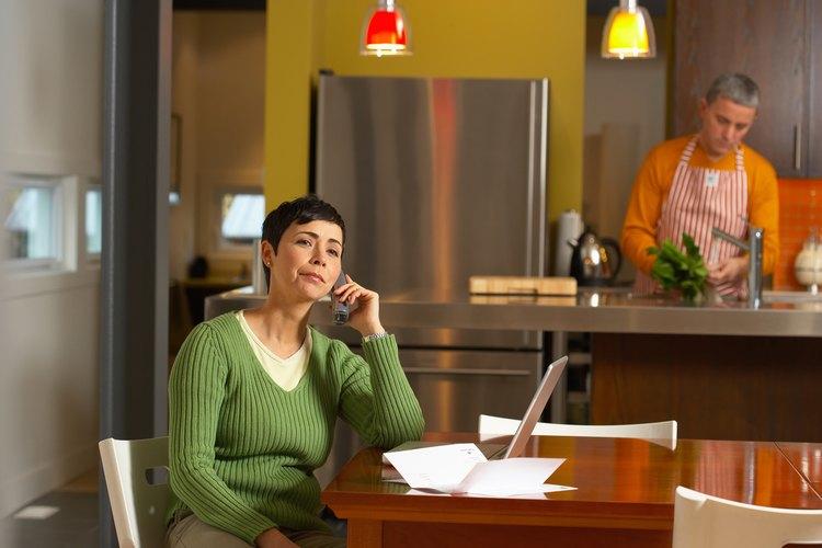 Estar consciente de los signos de la infidelidad emocional puede ayudar a salvar tu matrimonio.