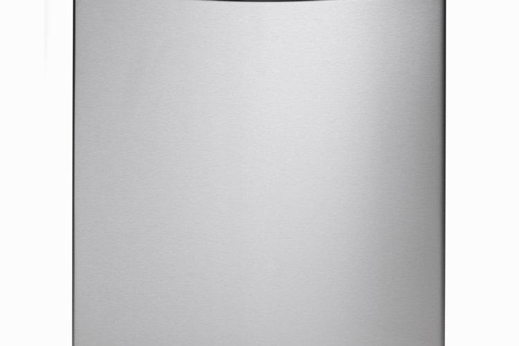 Desconecta el lavavajillas, o apaga la corriente en el interruptor o caja de fusibles antes de trabajar en él.