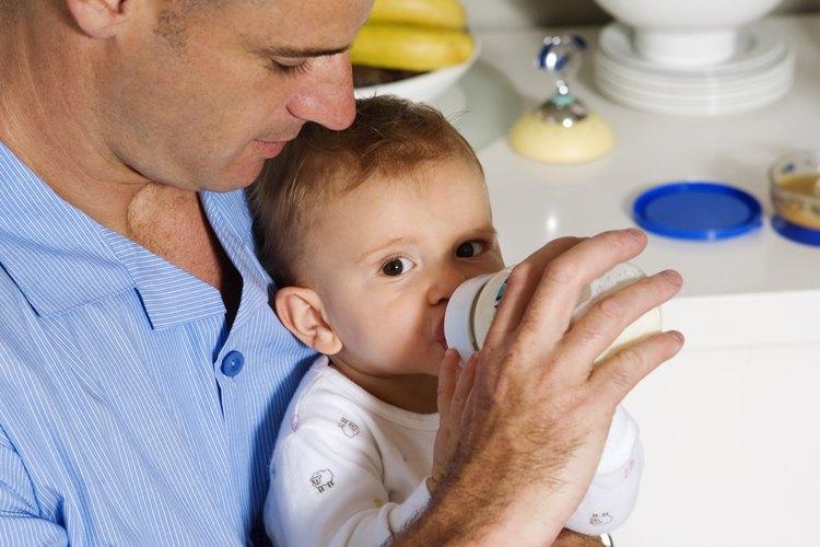 La fórmula en sí misma no empeora la tos de un bebé, a menos que sea alérgico al alimento.