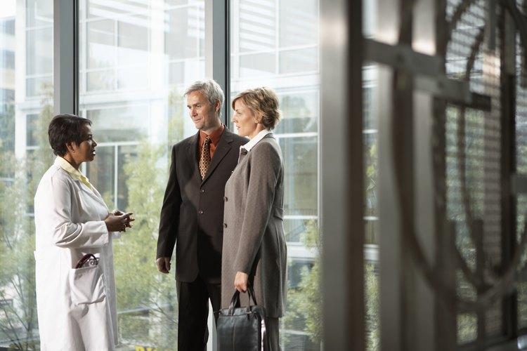 Las empresas de suministros médicos deben visitar los hospitales.