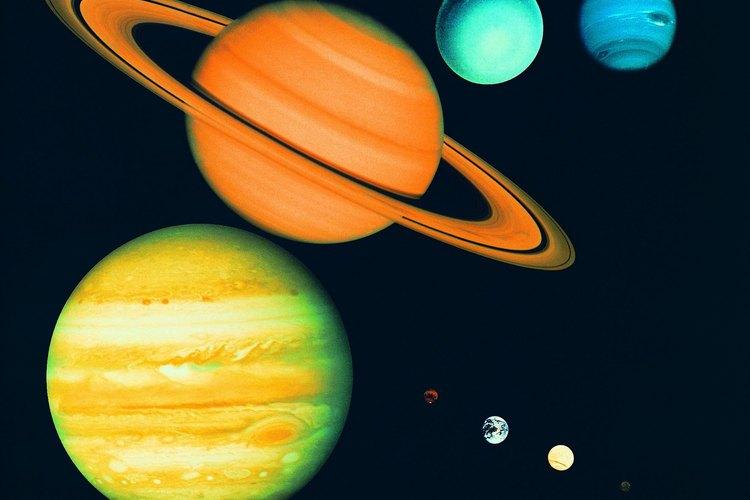 Los planetas internos son más pequeños que los externos y están más cerca del sol.