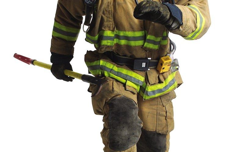 Los bomberos exponen su vida en su trabajo.