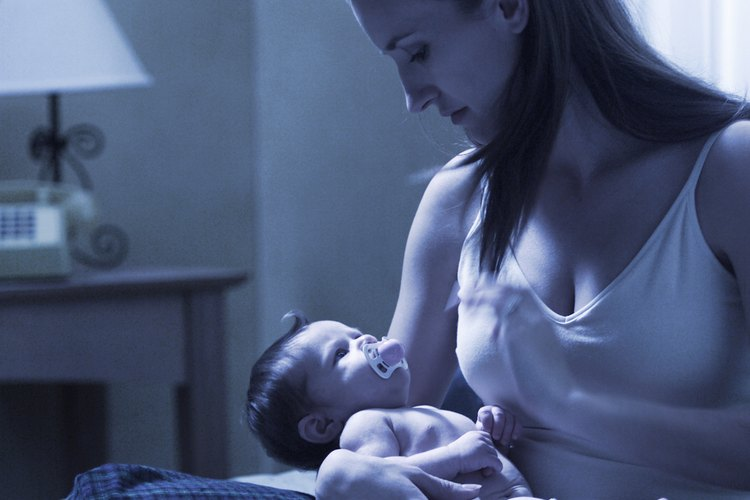 Los brotes de crecimiento pueden perturbar el sueño del bebé y dejar a los padres agotados.