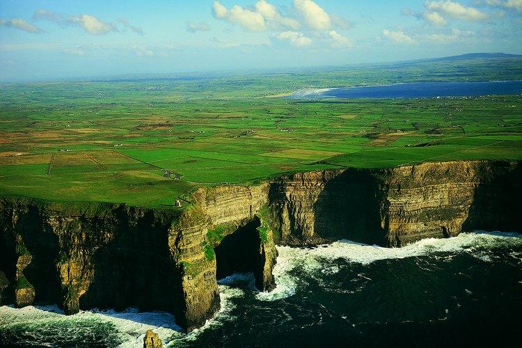 Los impresionantes Cliffs of Moher bien valen una visita durante noviembre.
