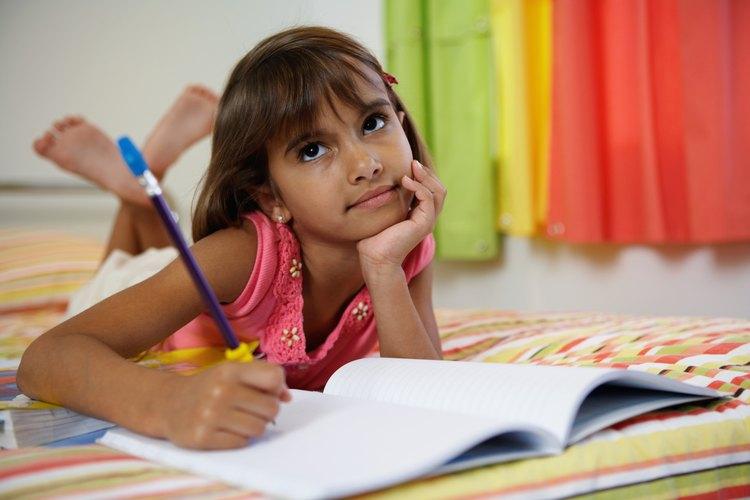 Escribir y colorear son habilidades motoras finas.