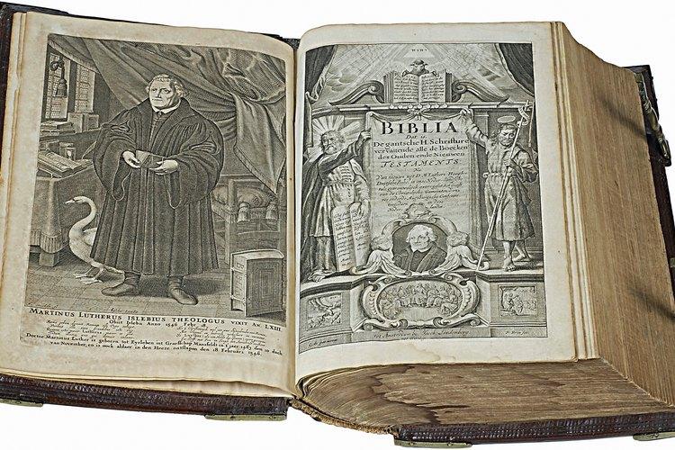 Algunas Biblias contienen ilustraciones, mientras que otras confían solamente en el texto para enseñar virtudes.