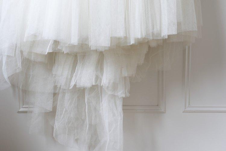 El tul cubre con gracia y es usado con frecuencia en las bodas.