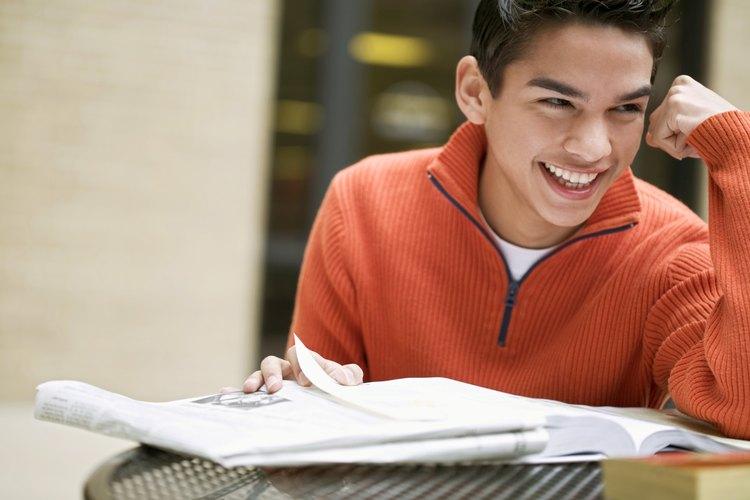 Crea una zona de trabajo libre de distracciones para que los adolescentes hagan los deberes de la escuela.