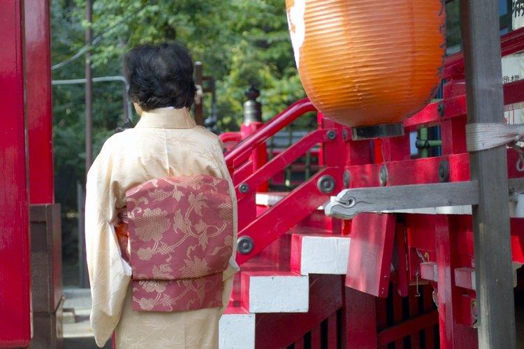 Muchas actividades de ocio tradicionales de Japón se originaron del Sintoísmo y Budismo.