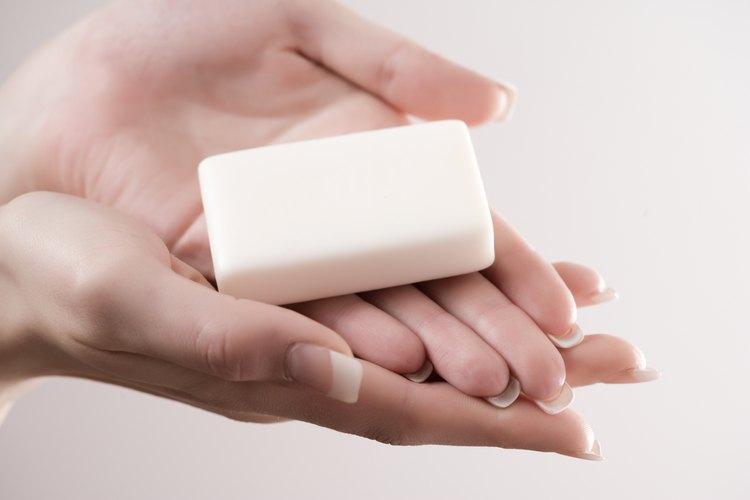 Un jabón puede volverse muy incómodo cuando se hace muy pequeño por el uso.