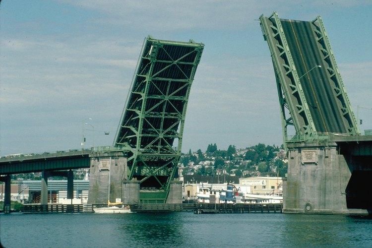 También se llama un puente levadizo o de elevación vertical.