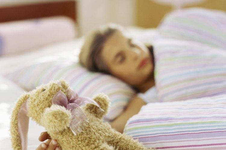 Tu niño debería dormir con una sola almohada para una tener alineación adecuada de la columna.
