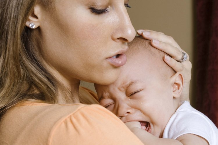 El la mayoría de las culturas del mundo, los bebés no duermen solos en una cuna en un cuarto separado.