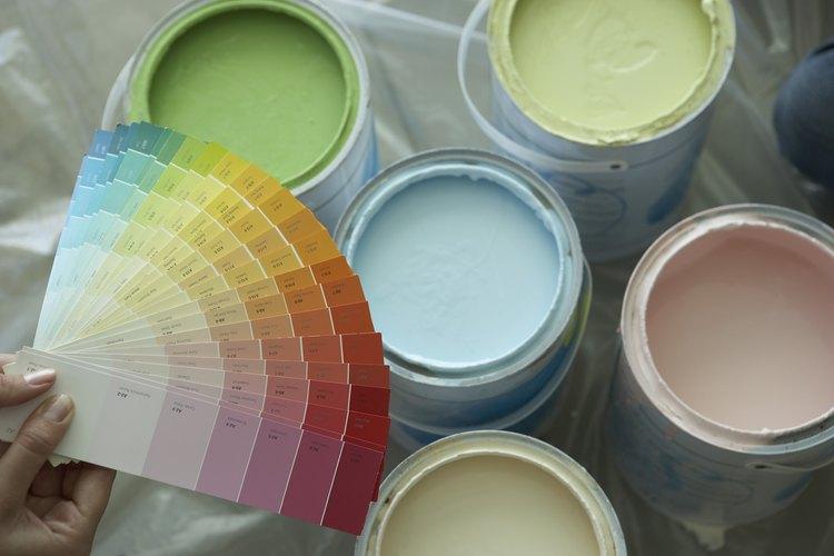 Los tonos de pintura de claros a medios contrarrestan el negro.