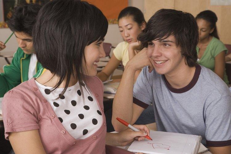 Hablar en clase puede distraer a los adolescentes de lo que necesitan hacer.
