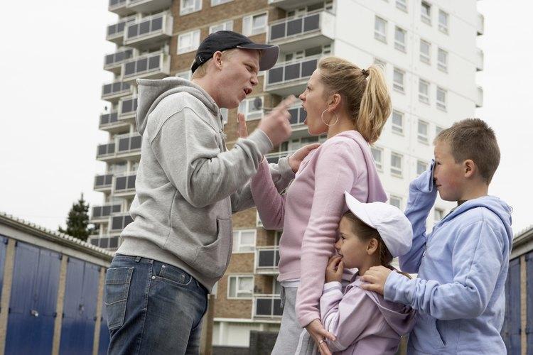 Los niños con padres alcohólicos, a menudo son testigos de violencia doméstica.