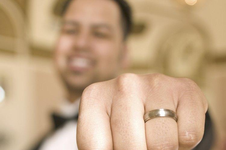 El tamaño de anillo de hombre es fácil de medir.