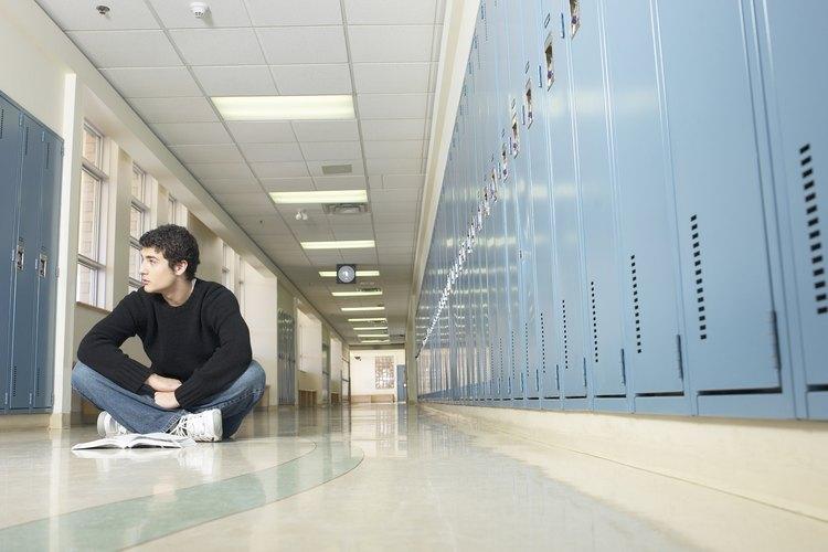La presión de estar en el grupo popular puede conducir a la inseguridad en algunos adolescentes.