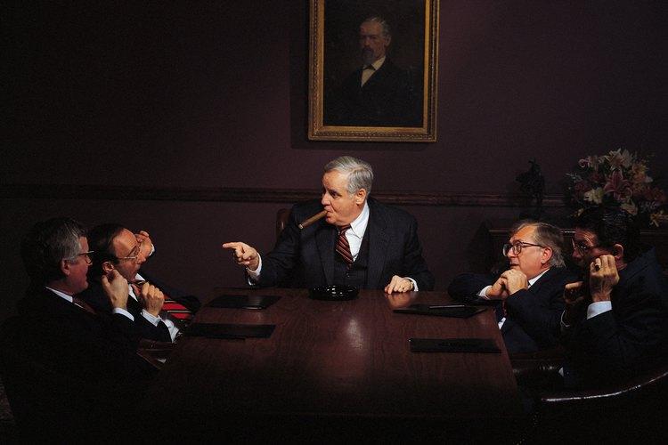Una de las obligaciones principales de los presidentes adjuntos es llevar a cabo las reuniones cuando el presidente esté ausente.