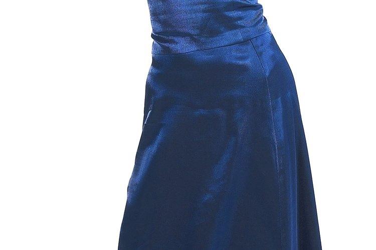 Siempre es una buena opción tener un vestido azul en tu guardarropa.