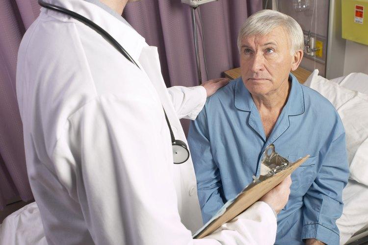 Los cardiólogos intervencionistas realizan procedimientos menores a través de la vena femoral.