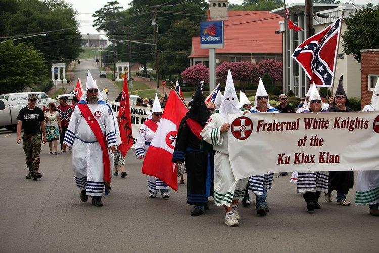 El Ku Klux Klan es un ejemplo de intolerancia más que de discriminación.