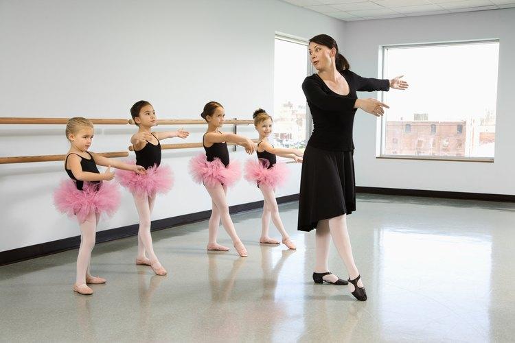 Un instructor de danza se puede especializar en ballet.