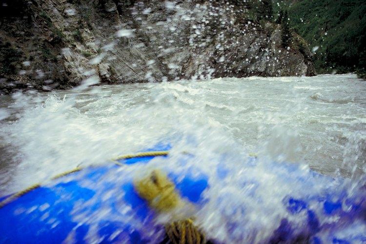 Rafting en las aguas bravas de la garganta del Nolichucky River.
