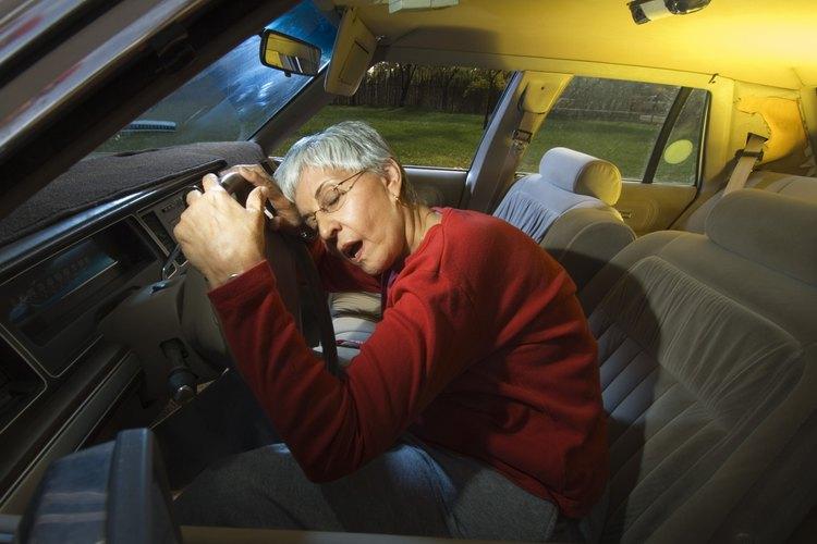 Muchos estados están empezando a expedir licencias restringidas para personas mayores que conducen.