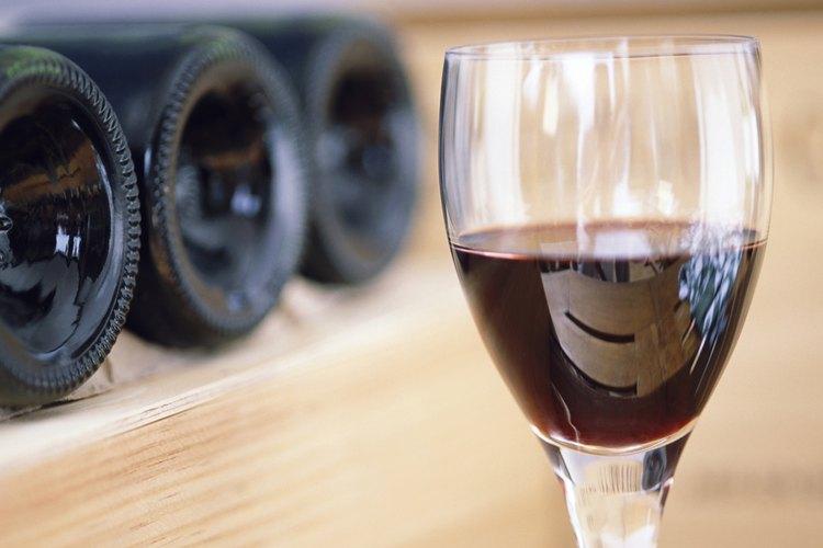 Media copa de vino al día puede brindarte muchos beneficos.
