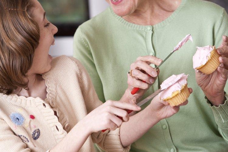 Prepara cupcakes con los colores y sabores favoritos del homenajeado.